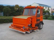 synthetic grass sand spreader and service vehicle